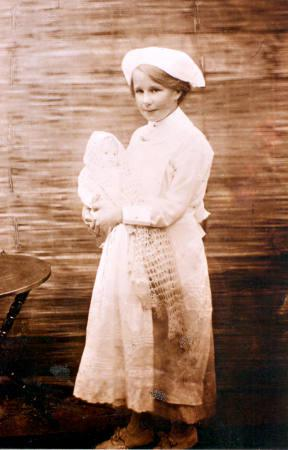 Mary Kelly at the Heatherton Carnival, in fancy dress as a nurse.  She won first prize of 10 shillings [picture].