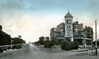 Mentone Hotel, corner Mentone Parade and Beach Road [Picture].