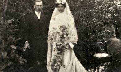 Wedding photo of William Wilson Courtney and Elise Vilolet May Mitchell. William owned the Chemist opposite Cheltenham State School [picture].