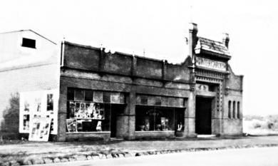 Winter Garden Parkers Road Parkdale, local picture theatre 1930 [picture].