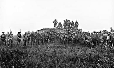 Australian soldiers pose with a British tank crew at Lamotte during first World War [picture].
