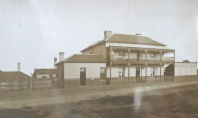 Bridge Hotel, Mordialloc [picture].