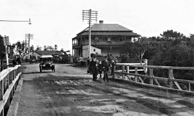 The old wooden bridge over the Mordialloc Creek, Bridge Hotel on the right [picture].