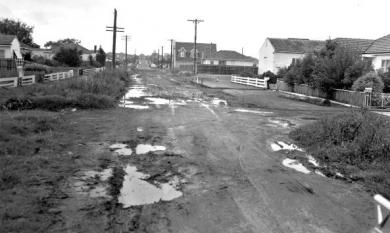 Unmade street in Parkdale, 1964 [picture].