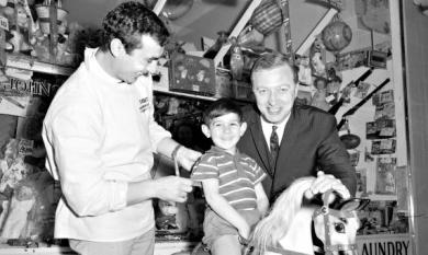 Graham Kennedy at Thrift Park Mentone with S Puzzolo and son Salvatore [picture].