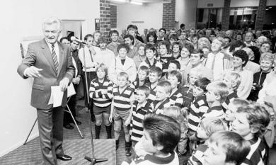 Labor politician Bob Hawke, at Chelsea Football Club 1987 [picture].