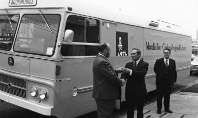 Mordialloc-Chelsea bookmobile, 1972 [picture].