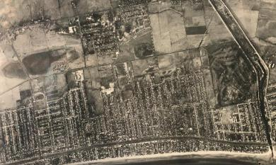 Aerial view of Chelsea in c1950 showing the future location of Bicentennial Park [picture].