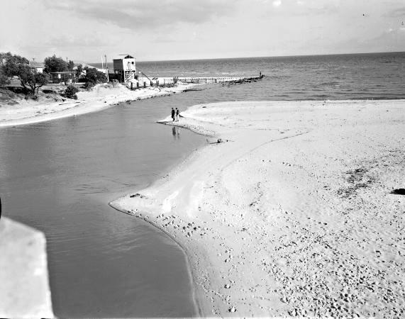 Mouth of Patterson River with sand bars, 1962 [picture].