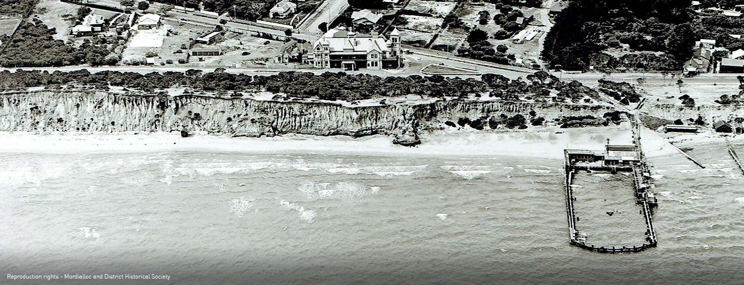 Aerial photograph of Mentone Baths and Foreshore, 1929 [picture].